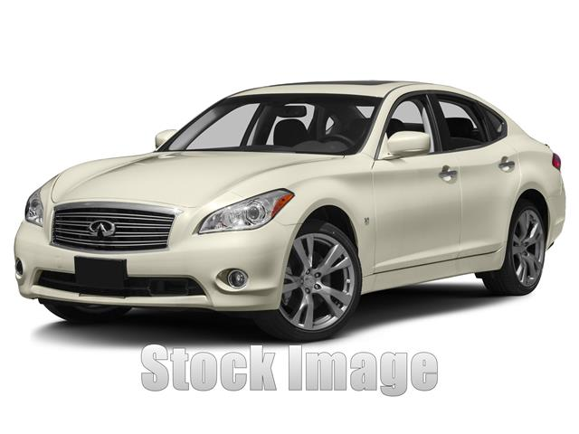 2014 Infiniti Q70 37  Rear-wheel Drive Sedan This moonlt wht 2014 Infiniti Q70 37 has everything